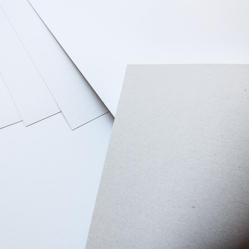 Tektura biało-szara pudełkowa 400 gsm